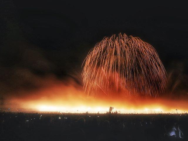 世界中の爆弾が 全部花火だったら素敵な世界になるのに。長岡花火正三尺玉「長岡空襲」で亡くなられた方々への慰霊と、復興を願って開催された長岡の方々の熱い想いが伝わりました。忘れてはいけない慰霊と世界平和への願いを込めて。世界が平和でありますように。 ・・・・#japan_daytime_view#長岡花火大会#igersjp#team_jp_#Loves_Nippon #lovers_nippon #ig_phos #jp_gallery_member #kf_gallery_vip#bestjapanpics#instagramjapan#ig_japan#light_nikon #retrip_news #retrip_nippon#jalan_travel #japan #art_of_japan_#daily_photo_jpn#rox_captures #special_spot_#写真撮ってる人と繋がりたい #写真好きな人と繋がりたい#tokyocameraclub #nikon #花火#花火ら大回転#フォトコミュ#キタムラ写真投稿