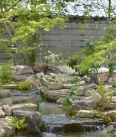 池の作り方 滝口
